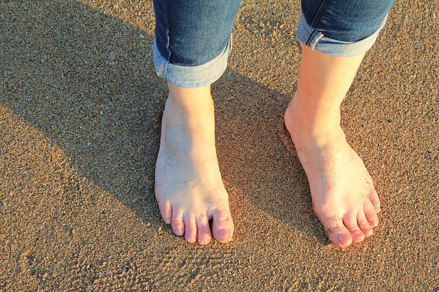 nohy na písku