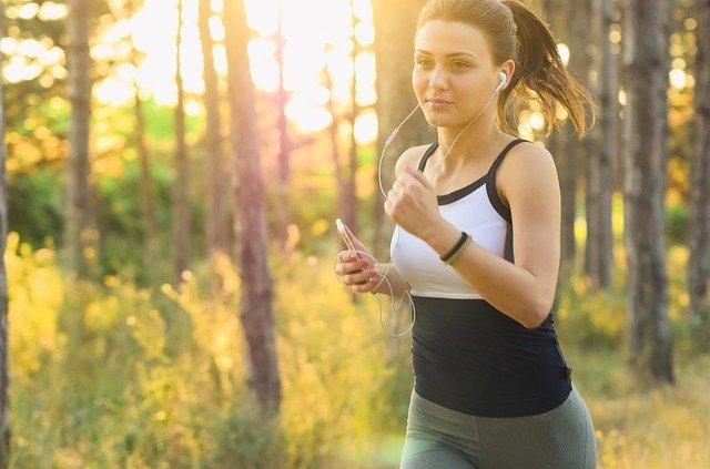 běhání v lese