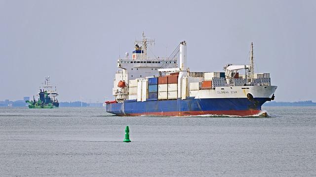 nákladní lodě
