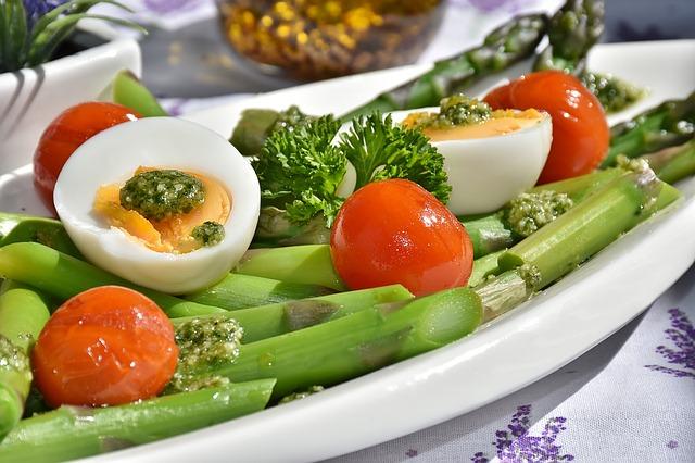 zelený chřest s vejci.jpg