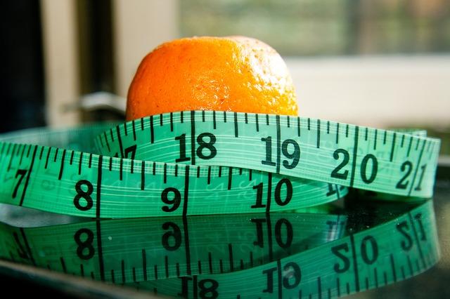 pomeranč a metr.jpg