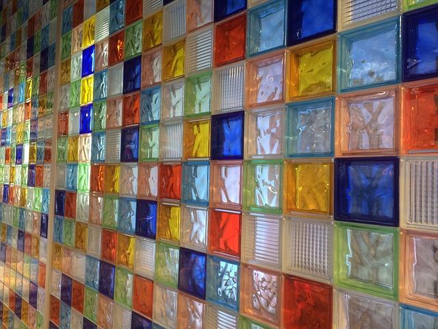 barevné skleněné dlaždice