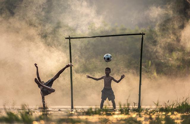 míč nad brankářem
