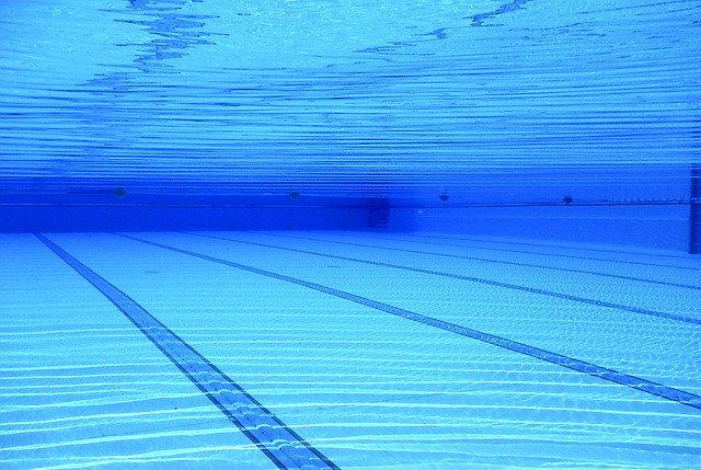 pod hladinou bazénu
