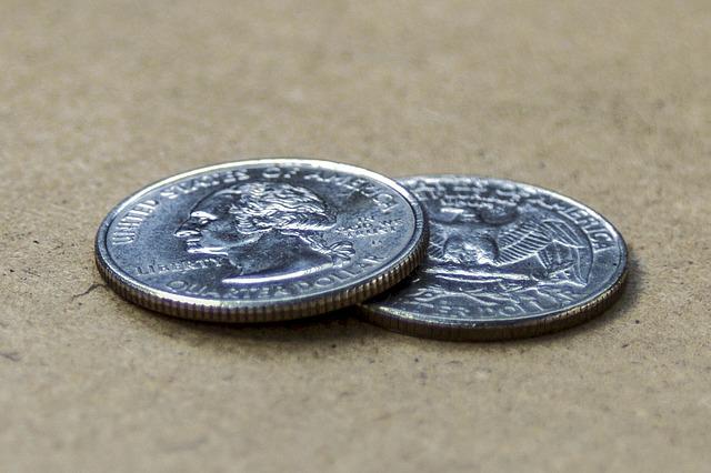 dvě stříbrné mince